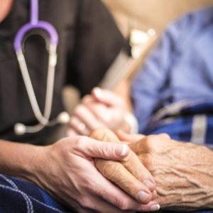 การเตรียมรับมือการขาดแคลนแพทย์ในสหรัฐเมื่อสังคมจะเต็มไปด้วยผู้สูงวัย